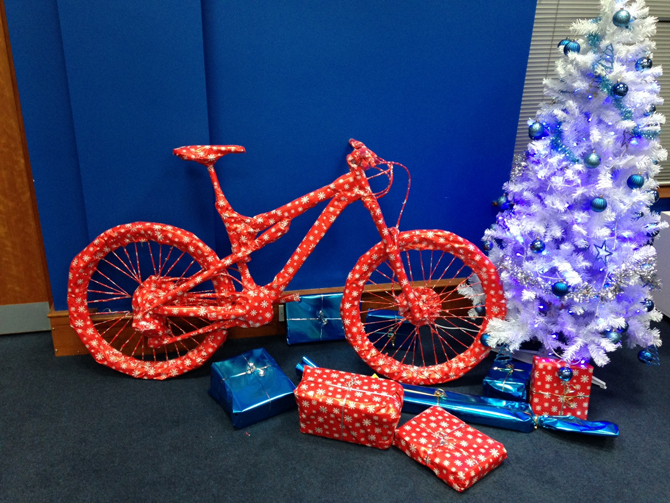 Chain Reaction Cycles show you how to wrap a bike for Christmas ...