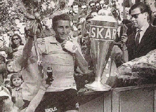 Jacques Anquetil celebrating his 1963 Vuelta win (Photo: Biciciclismo)