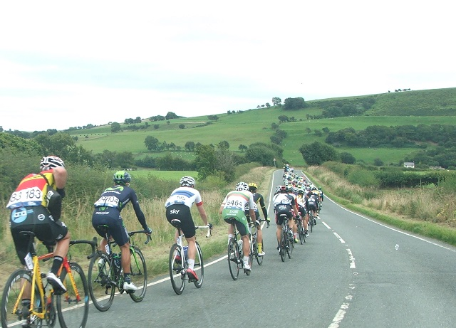 The pace of the bunch lifted after the feed